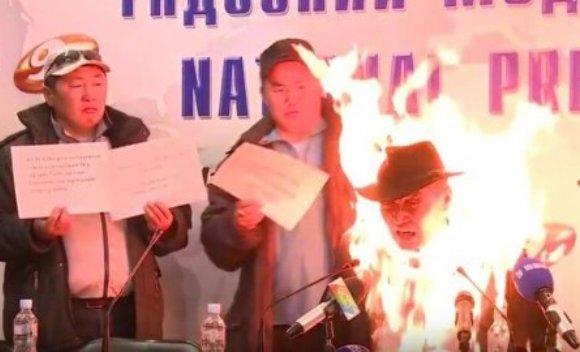 Sindikalac se zapalio jer radnici gladuju (VIDEO)