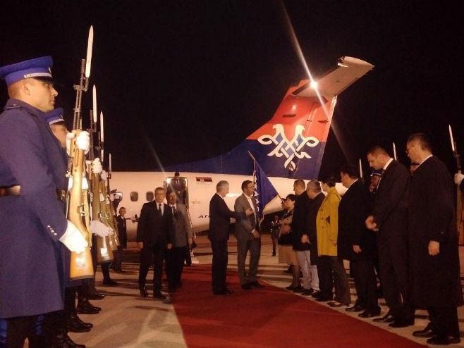 Vučić i ministri stigli u Sarajevo