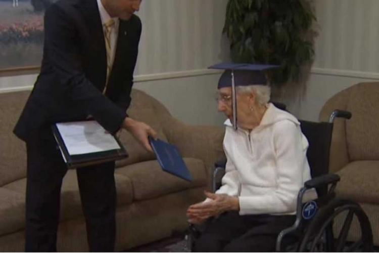 Baka diplomirala sa 97 godina: Pogledajte njenu reakciju (VIDEO)