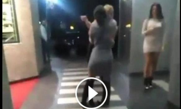Banjalučanke ispred noćnog kluba: Iskrivljena štikla + klizavo + alkohol (VIDEO)