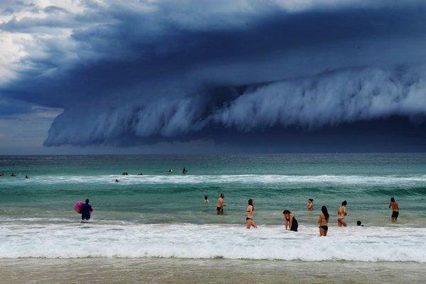 Drama u Sidneju: Ovakav cunami još niste videli! (FOTO, VIDEO)