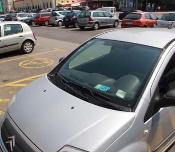 Nesavjesni vozači zauzimaju parking mjesta za invalide