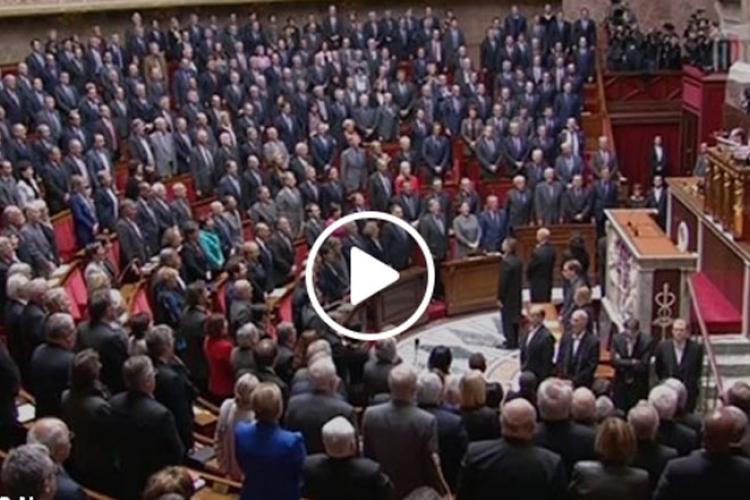 Parlament jednoglasno zapjevao: Oni vam u naručje dolaze, da zakolju vaše sinove, vaše supruge…(VIDEO)