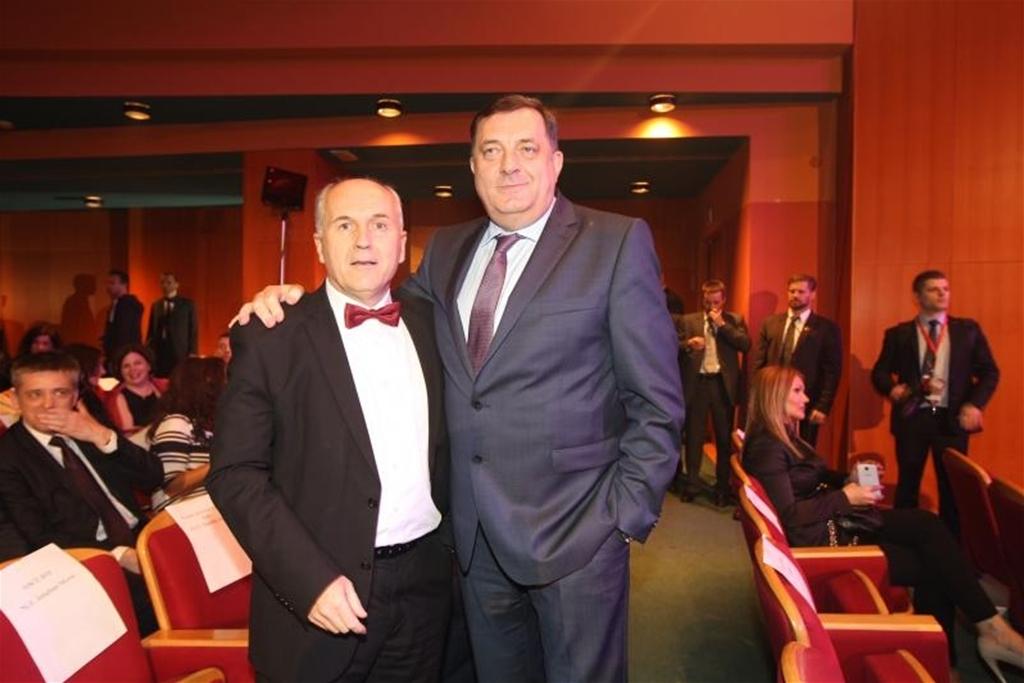 Incko prijeti bonskim ovlašćenjima, Dodik se ne obazire