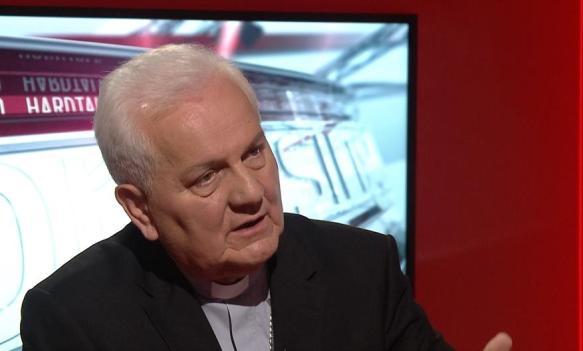 Biskup Komarica: Političari mi govore da se igraju Boga