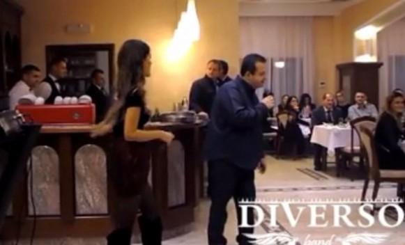 Ponovo se latio mikrofona: Dačić pjevao svjetskim moćnicima! VIDEO
