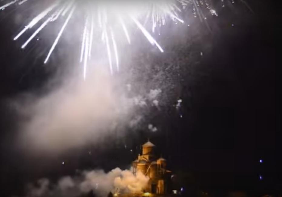 Veličanstven vatromet iznad Trebinja povodom Dana Republike Srpske (VIDEO)