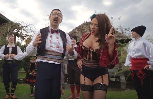 """""""Folk pjevačica skrnavi narodnu nošnju"""": Mnogi žele da se ovaj spot zabrani, šta vi mislite?"""