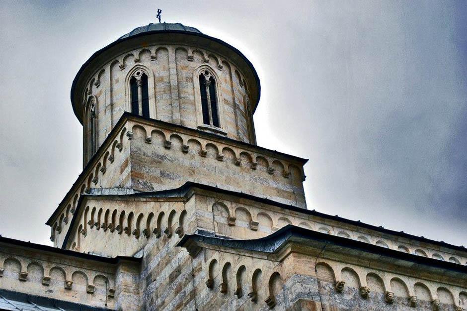 Vandalizam u Prištini: Urinirali u srpskoj crkvi