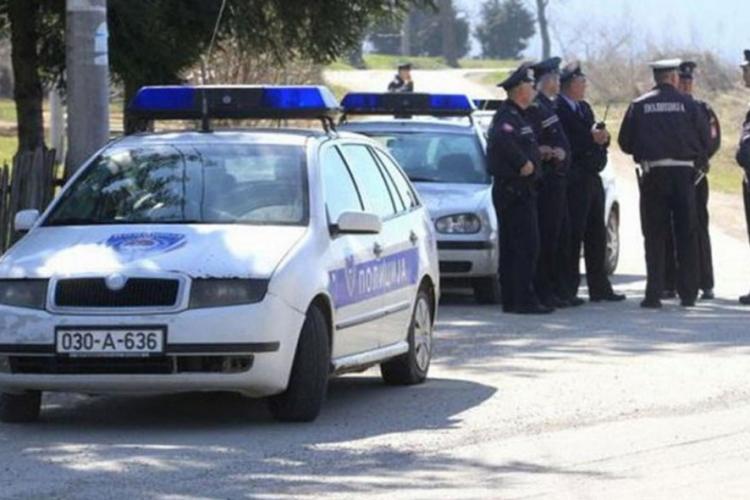Pale: Tinejdžerka autom udarila u stablo, četvoro povrijeđenih