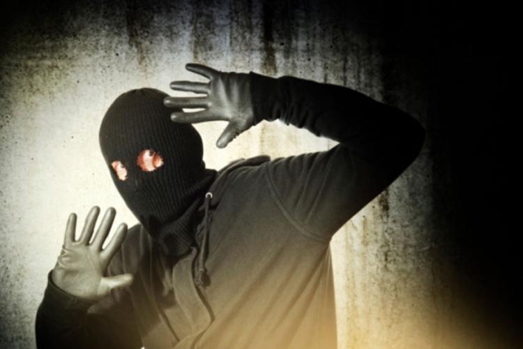 Laktaši: Radnica vriskom uplašila naoružanog razbojnika