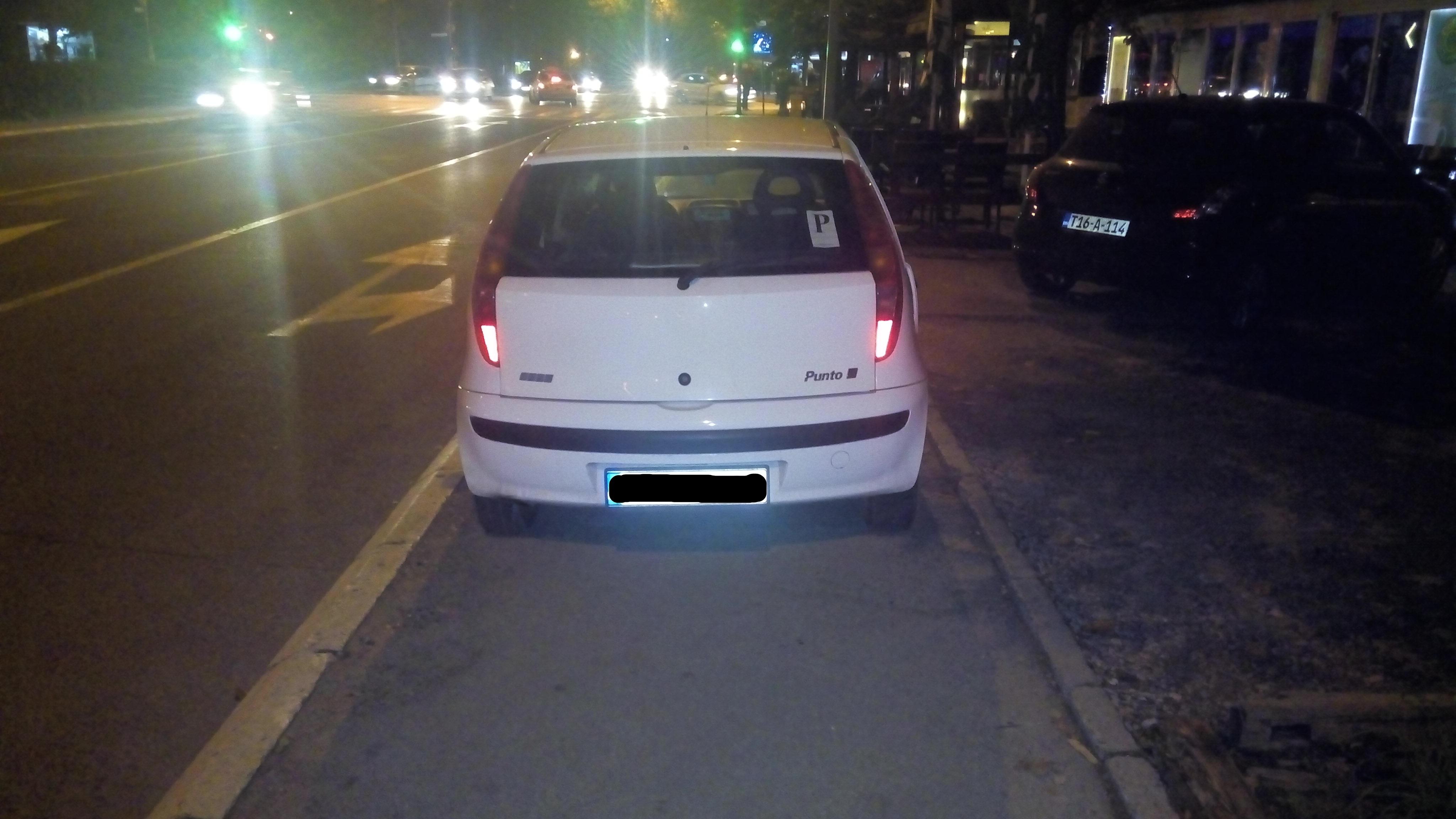 FOTO: Nepropisno parkiranje je veoma popularno u Banjaluci