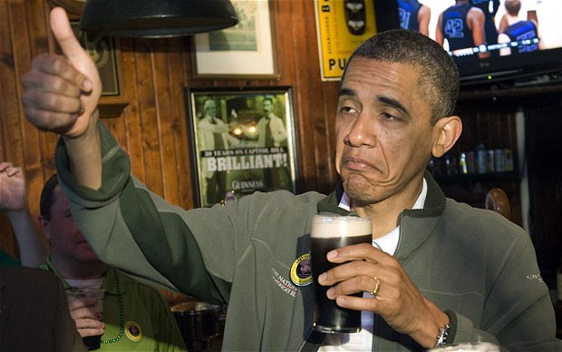 Obama pije pivo