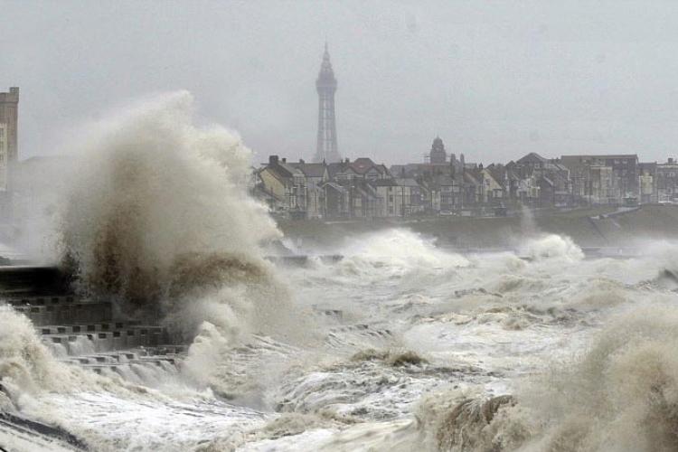 Oluja pogodila Evropu: Zatvoreni putevi, otkazani karnevali