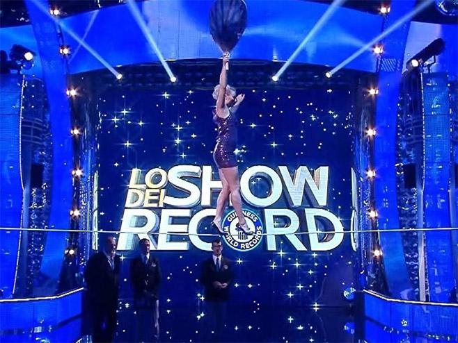 Ruskinja oborila rekord u hodanju po žici u štiklama (VIDEO)