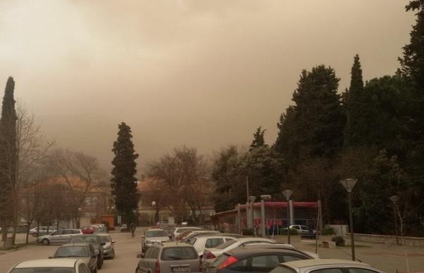 Trebinje zahvatila pješčana oluja (VIDEO)
