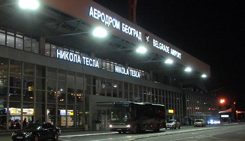 Avion sa posmrtnim ostacima poginulih srpskih diplomata sletio u Beograd