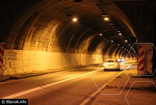 U tunelu Salakovac uz pucnjavu opljačkan kombi brze pošte