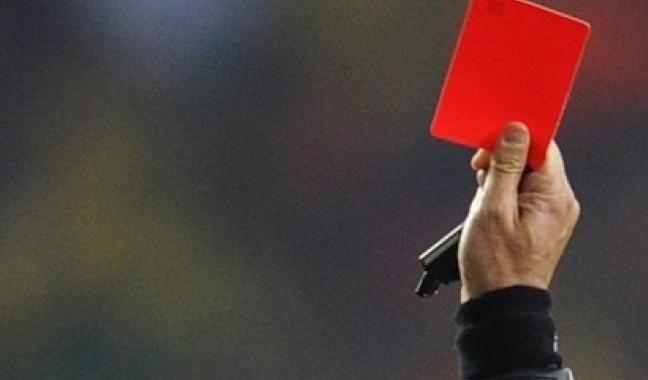 Fudbaler ubio sudiju tokom utakmice jer mu je pokazao crveni karton