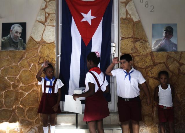 Preminuo stariji brat Fidela Kastra