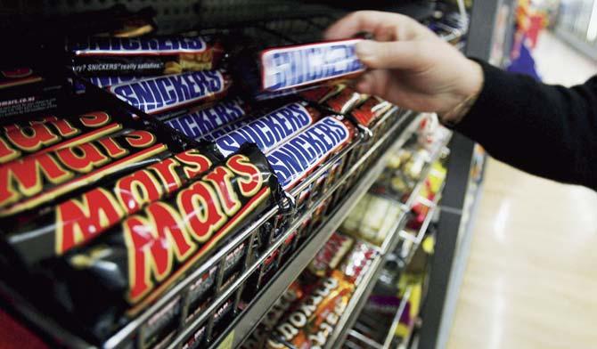 """Afera """"Snikers"""" i """"Mars"""": Ima li spornih čokoladica kod nas u prodaji?"""