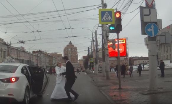Istukla mladoženju bidermajerom pa pobjegla sa svog vjenčanja (VIDEO)