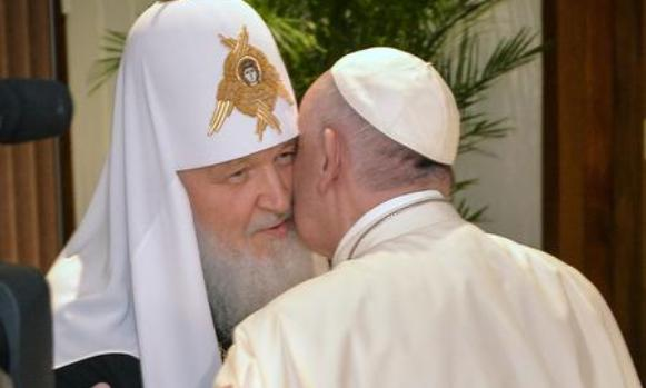Istorijski susret ruskog patrijarha i rimskog pape (VIDEO)