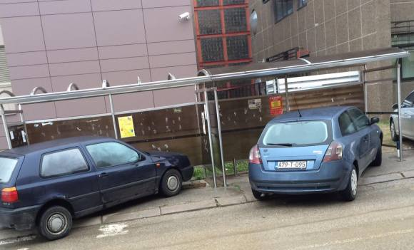 Banjaluka: Parkirali ispod autobuske stanice