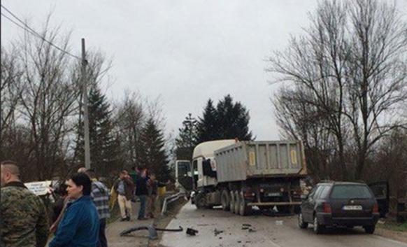 Djevojke povrijeđene u sudaru sa kamionom