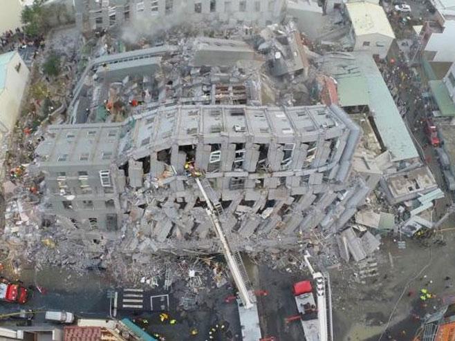 Tajvan: Zemljotres srušio stambeni kompleks (VIDEO)