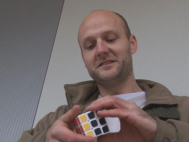 Trebinjac složi Rubikovu kocku za 20 sekundi