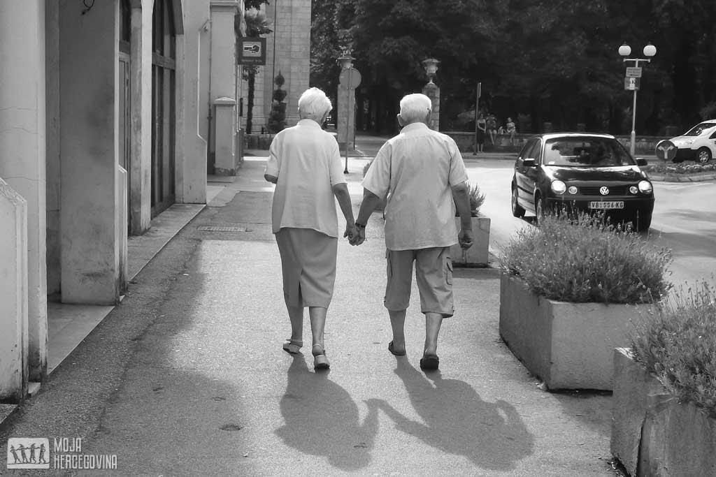 Vječno mladi: Simpatični par u Trebinju kao dokaz da ljubav ne zna za godine