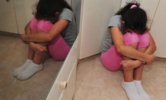 Majka zlostavljala djecu: Sa modricama i ugrizima izbačeni iz kuće!
