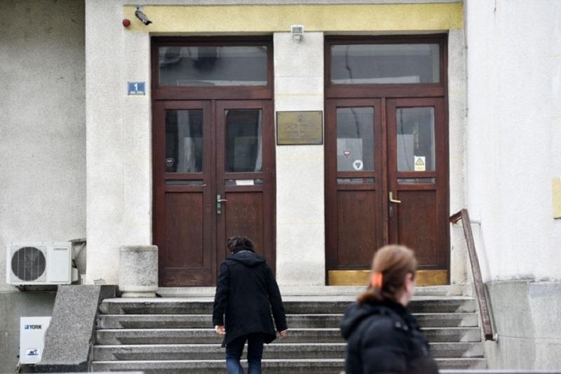 Banja Luka: Aparat se pokvario – pacijenti se žale na jutarnje gužve u Institutu za zdravstvo