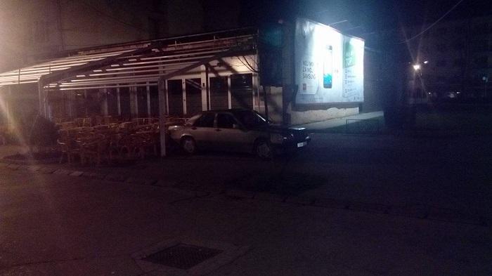 Parkiranje u Banjaluci: Može se i u kafanu automobilom (FOTO)