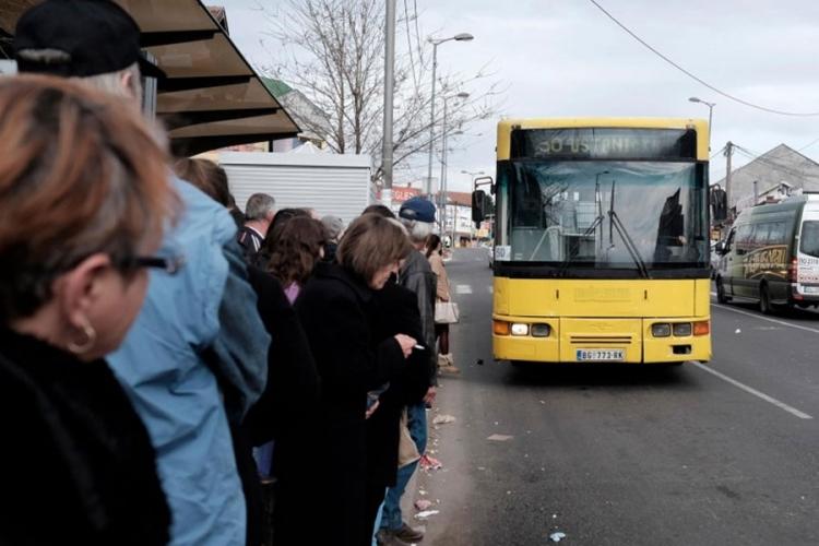 """Vitlao sjekirom u autobusu u Zemunu i vikao """"Alahu akbar"""""""
