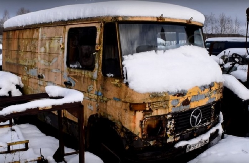 """Mercedes"" upalio nakon 12 godina propadanja, a ruski tenk nakon pola vijeka!"