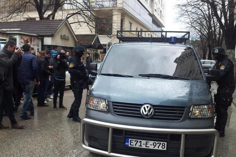 Pogledajte kako policija u Mostaru hapsi zelenaše (VIDEO)