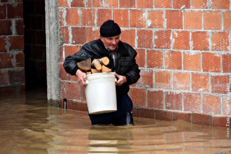 Stanje alarmantno: Prva žrtva poplava u Srbiji