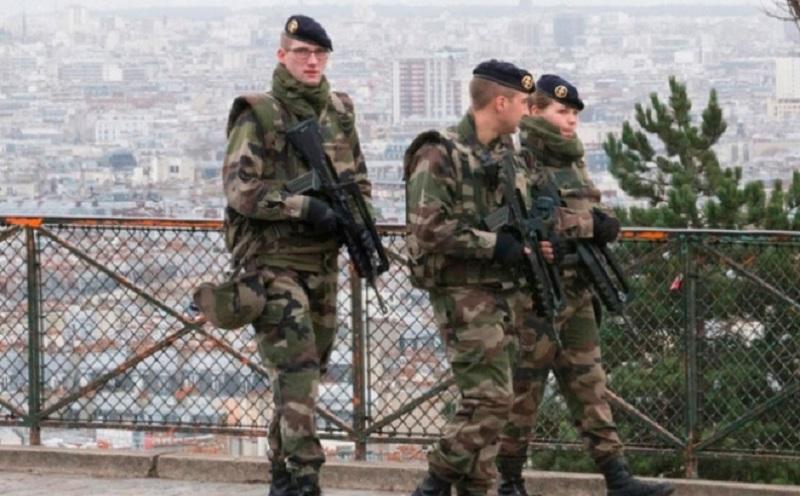 Policija privela naoružanog muškarca u Parizu