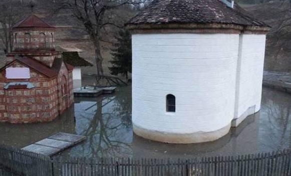 poplava u crkvi 2