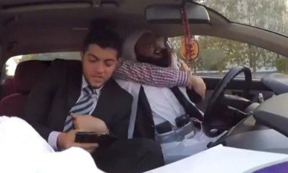 Skrivena kamera: Taksista opasan eksplozivom (VIDEO)
