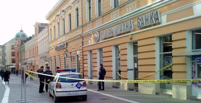 Banjaluka: Pijan razbio staklo na vratima Komercijalne banke