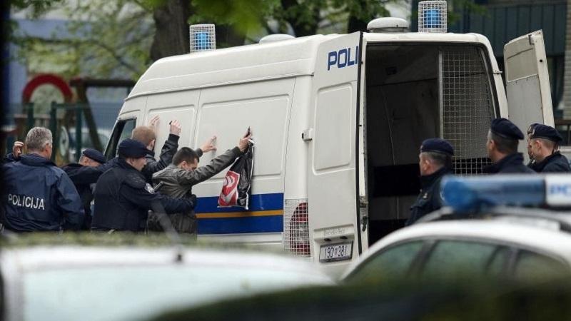 "Zagreb: Policija privela Delije, oni pjevali u ""marici"""