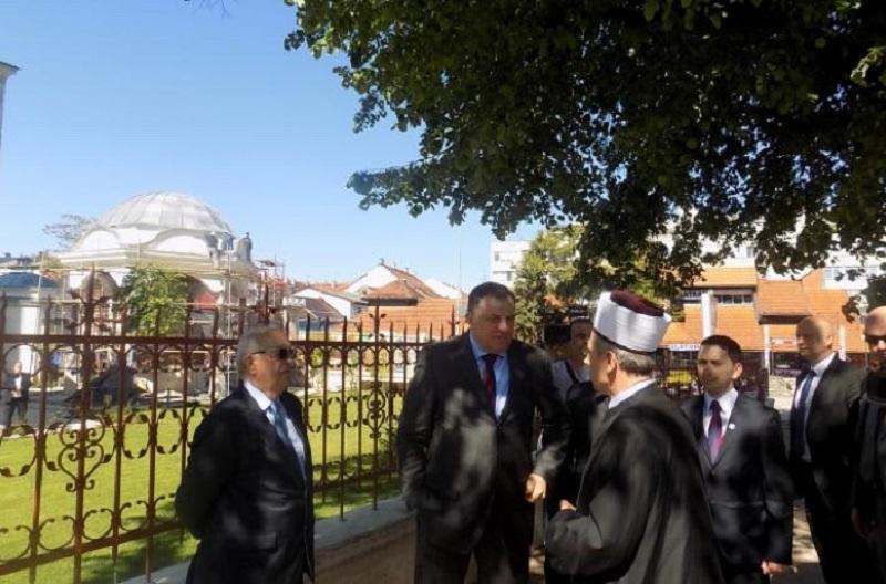 Dodik posjetio Ferhadiju i donio ćilime na poklon