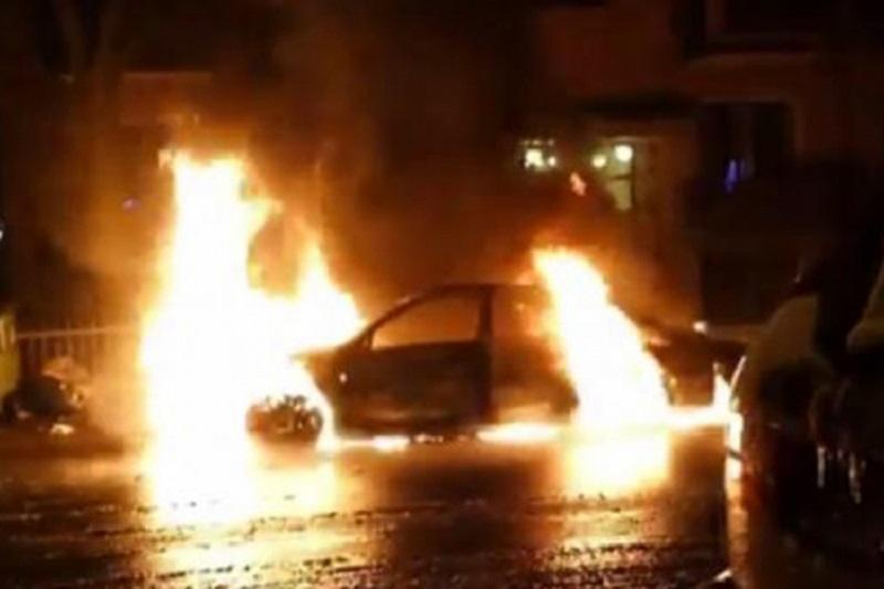 Haos u Montrealu: Vozila u plamenu, napadnuta policijska stanica  (VIDEO)