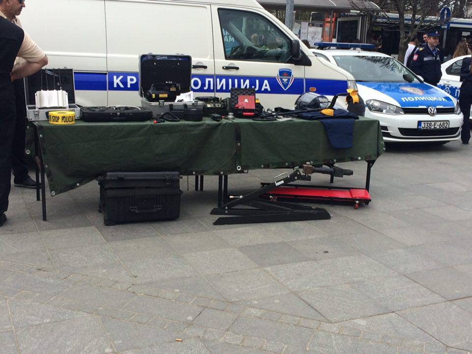 Policija na trgu 4