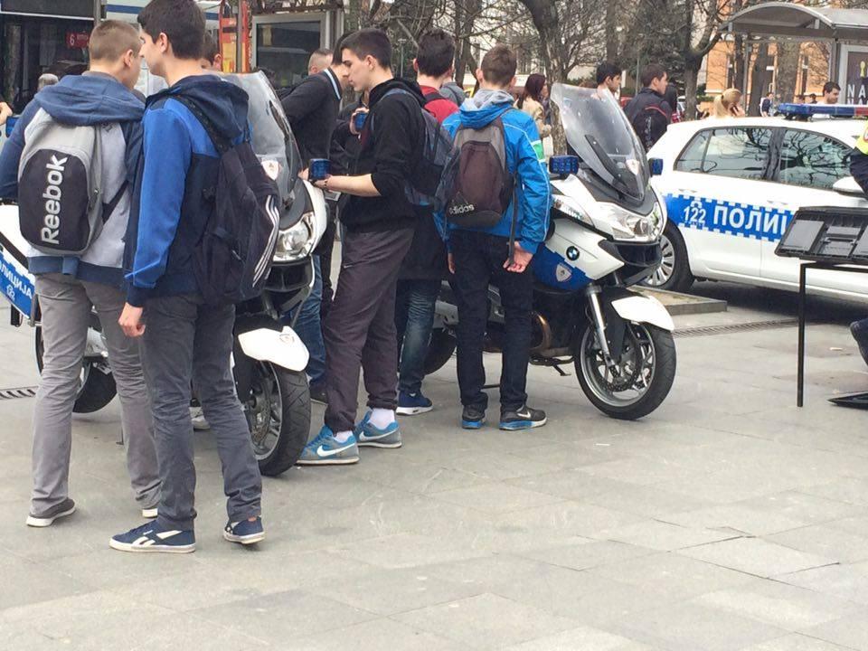 Policija na trgu 6