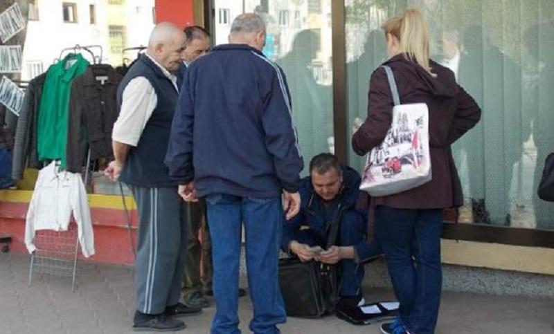 Primorali poštara da im na ulici uruči penzije