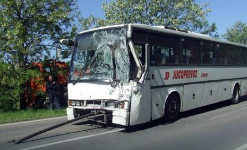 Kovin: Direktan sudar autobusa i kamiona, oko 20 povrijeđenih